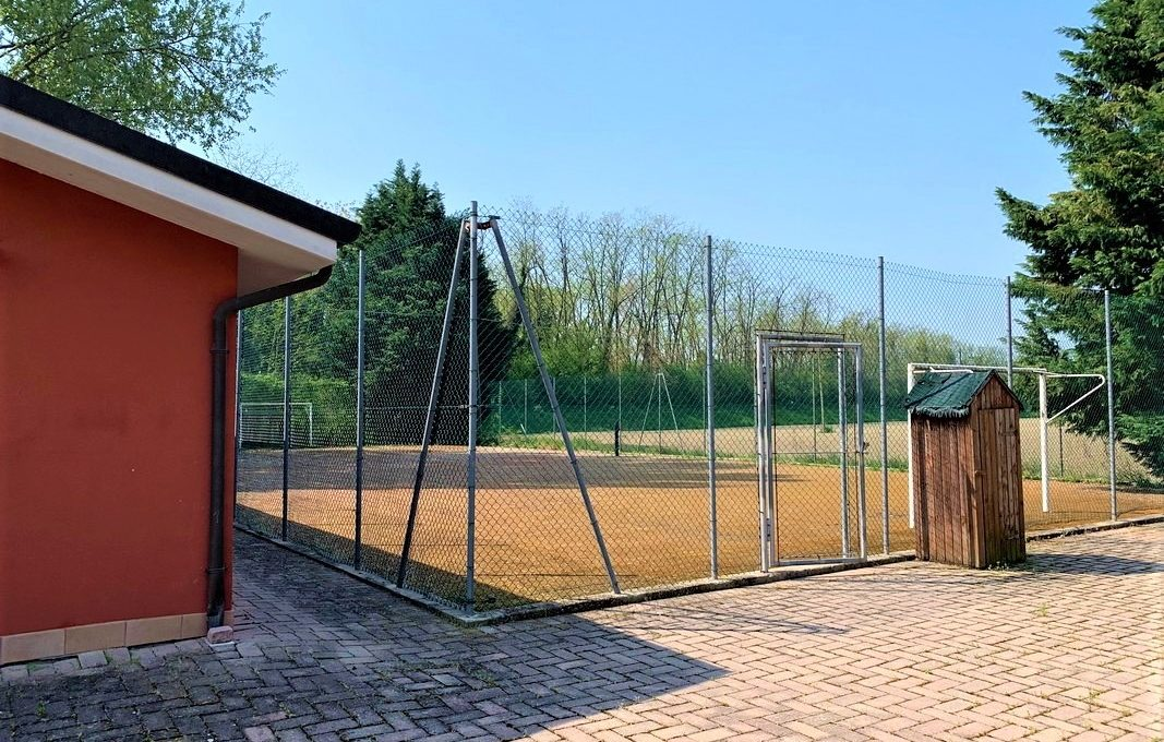 campo da calcetto/tennis