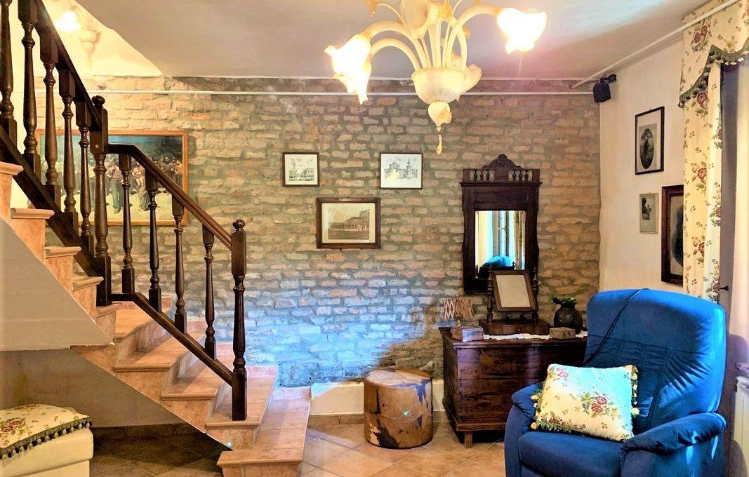 scala con piccolo soggiorno